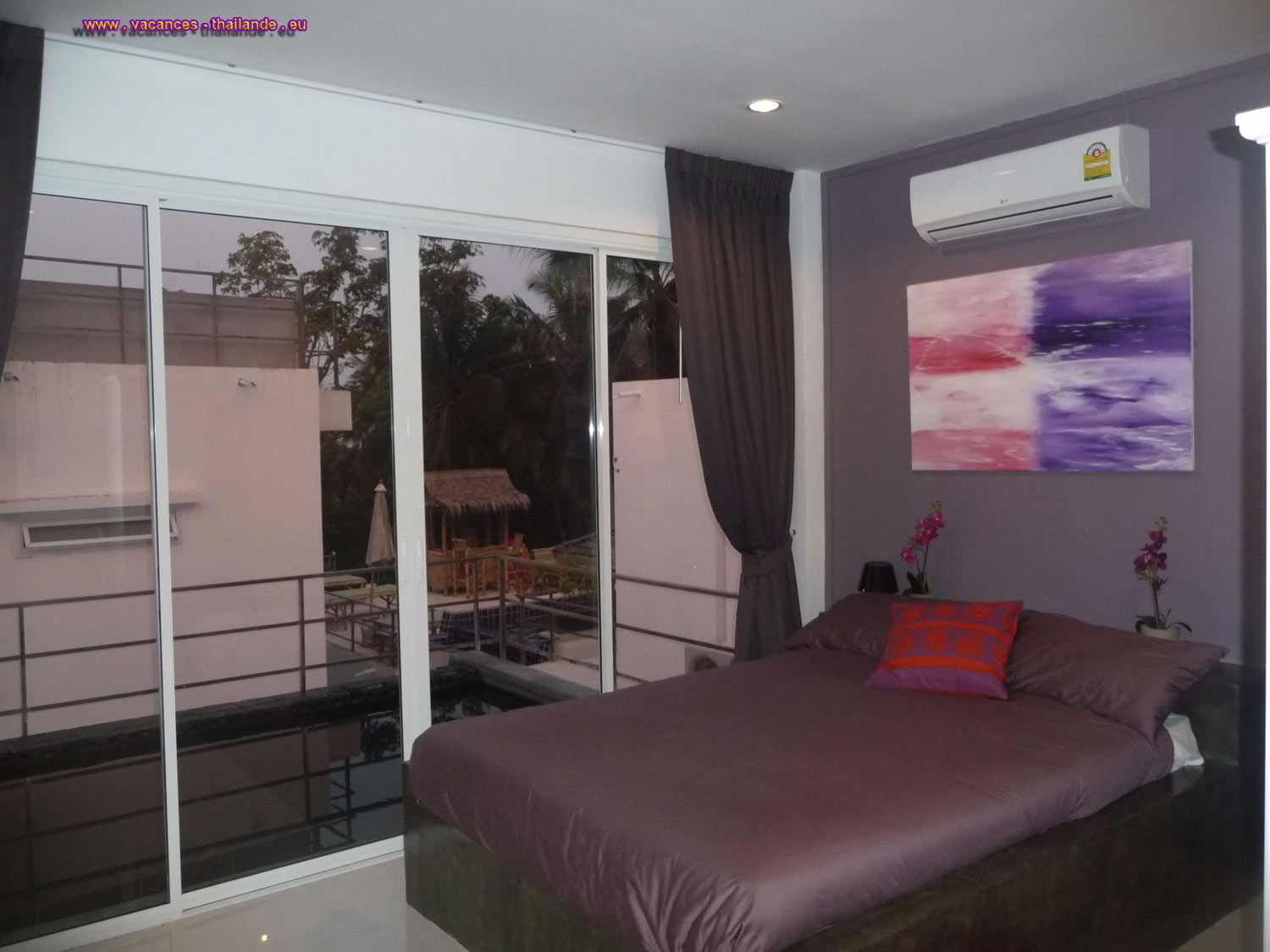 mauve room by the pool with queen size bed 1.50 m wide, air conditioning, ceiling fan, a Koh Samui Thailande